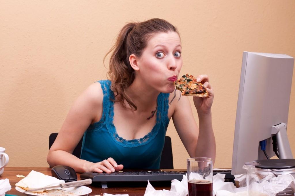 Schnelles Essen ist nicht gut für die Verdauung. (Foto: Miriam Dörr / Fotolia)